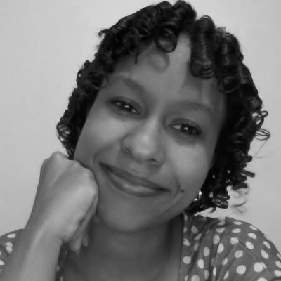 Elisa C. Martínez Salazar nace en Santo Domingo (1989). Es autora del libro de poesía Desvelo, silencios y recuerdos (Granada, 2012). Su trabajo literario ha sido incluido en las antologías de poesía y narrativa Desde el corazón II (Madrid, 2013), Otoño e Invierno (Madrid, 2014) y Una poesia per Giulia (Roma, 2015). Escritos suyos han sido publicados en las revistas Resonancias Literarias (Francia), Almiar (España), Inverso (Italia), El Café Latino (Francia), Cronopio (Colombia), Mandrágora (Guatemala) y Visions International (E.E.U.U.). Es bloguera del Huffington Post.