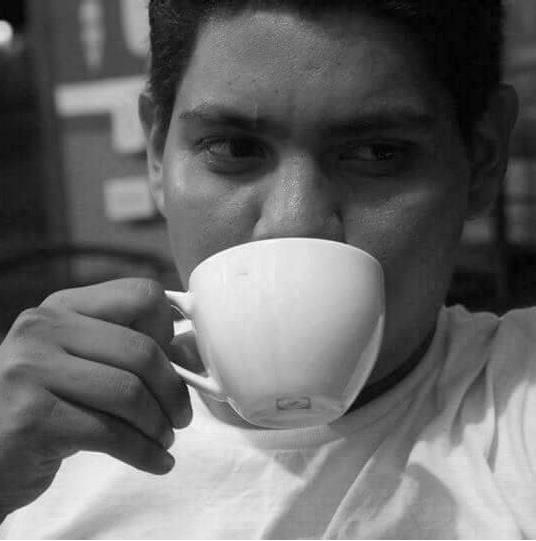 Andrés Moreira (Managua, 1991) estudia Lengua Y Literatura Hispánicas en la Universidad Nacional Autónoma de Nicaragua-Managua. Participó en talleres de creación literaria en el Centro de Investigaciones Lingüísticas y Literarias en UNAN-Managua, Impartidos por el poeta Víctor Ruiz y el narrador Javier Blandino. Recibió talleres de poesía y narrativa en el Centro Nicaragüense de Escritores Impartidos por el poeta Anastasio Lovo y el narrador Erick Aguirre. Algunos de sus poemas fueron traducidos al italiano por el poeta y traductor Antonio Nazzaro a su vez publicados en la revista digital del Centro Cultural Tina Modotti. Recientemente publicó en Círculo de Poesía revista digital.