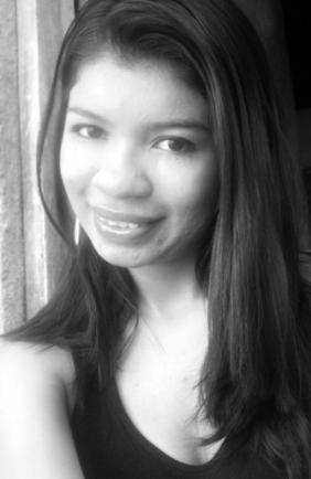 Samaria Tinoco. Managua, Nicaragua (1998) actualmente cursa el segundo año de la carrera de Derecho en la Universidad de Managua UdeM, es una amante de la poesía, la literatura, la música y el cine, apasionada por escribir como medio para inmortalizar momentos, personas, expresar lo que siente y como una necesidad propia adherida de forma incurable.